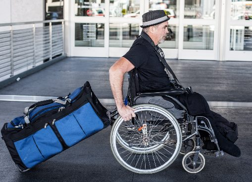 сопровождающий инвалида